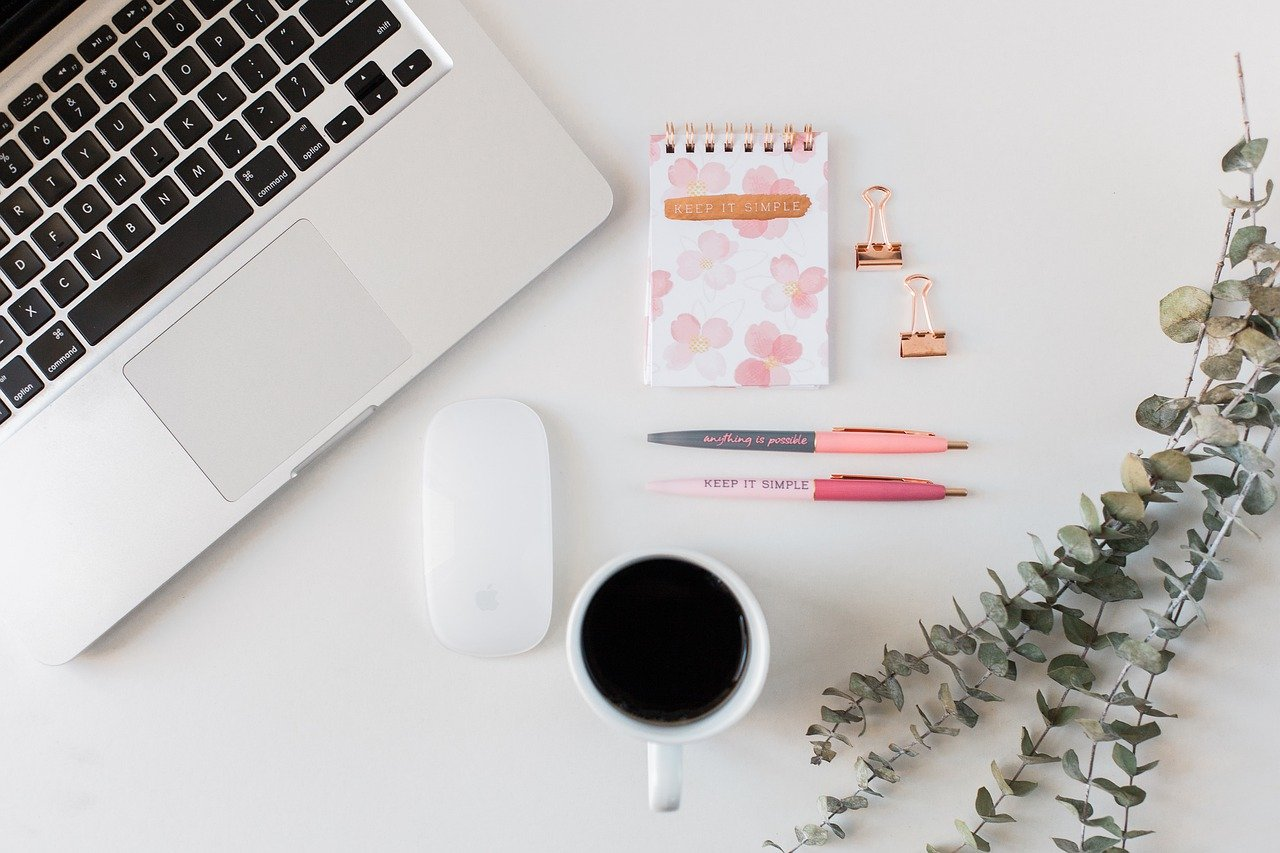 Computer Office Laptop Desk  - annmariephotography / Pixabay